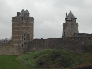 deux tours chateau de fougeres