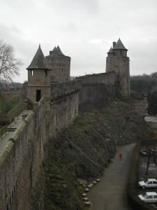 rempart forteresse fougeres