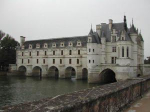 chateau de chenonceau avec sa galerie qui enjambe le cher