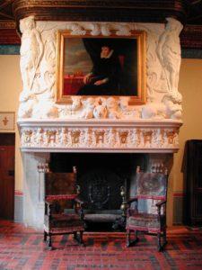cheminée de la chambre de diane de poitiers avec Catherine de Medicis représentée