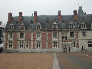 Aile Louis XII du château de Blois, sur la place d'éntrée du château